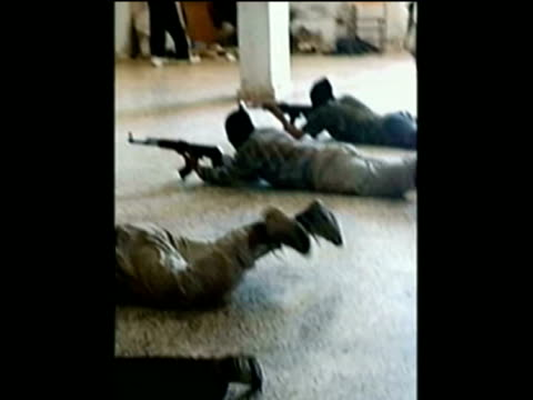vídeos de stock e filmes b-roll de members of radical islamist group fatah alislam based in northern lebanon training indoors with rifles/ lebanon - treino militar