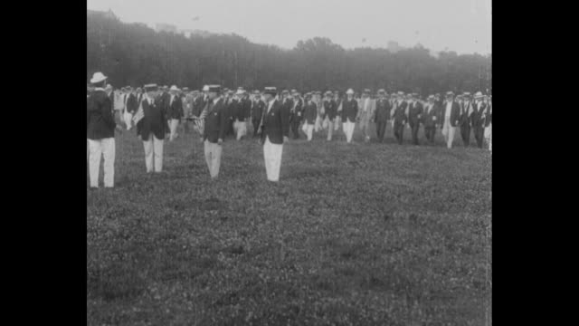 vídeos y material grabado en eventos de stock de members of sanitary corps march on field at ceremony / president woodrow wilson and first lady edith wilson with other dignitaries in reviewing stand - símbolo médico