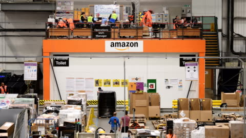 stockvideo's en b-roll-footage met members of staff process purchased items in the amazon fulfilment centre on november 15, 2017 in peterborough, england. a report in the us has... - shopping centre