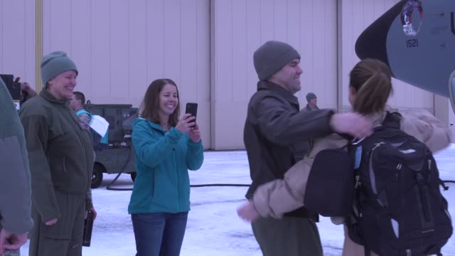 vidéos et rushes de members of the 168th wing left southwest asia and arrived home to interior alaska the kc135r stratotanker crew and maintainers of 168th wing returned... - se déplacer vers