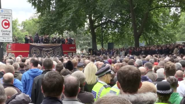 stockvideo's en b-roll-footage met members of the anti-extremist group football lads alliance marched in london on saturday protesting extremism. the protest has been criticised by... - english football association