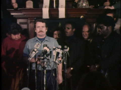members of the chicago 7 and the black panthers hold a press conference in new haven about the imprisonment of bobby seale and other black prisoners.... - ニューヘイブン点の映像素材/bロール
