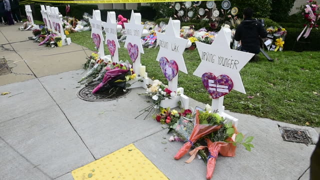 members of the community came to the tree of life synagogue to lay down flowers and remember the victims of the spree shooting that occured at the... - pittsburgh video stock e b–roll