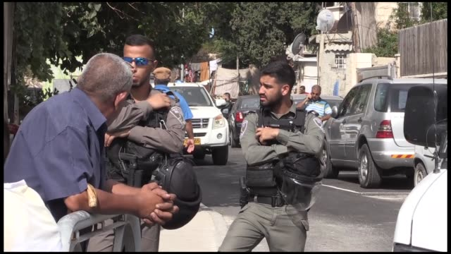 members of the custodian of absentees' property department along with israeli settlers attempted to seize a piece of land in the palestinian... - パレスチナ文化点の映像素材/bロール