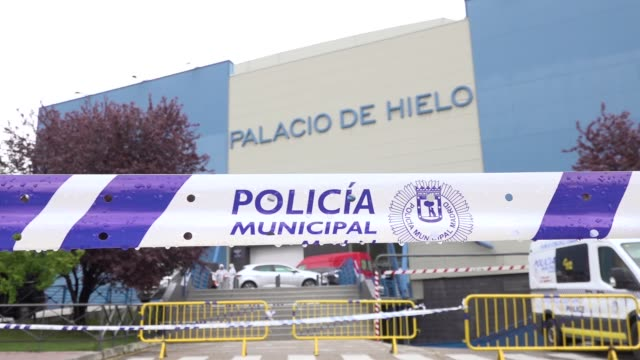 members of the emergency militry unit bring coffins from hospitals and nursing homes to the palacio de hielo converted in a temporary morgue on march... - hielo stock videos & royalty-free footage