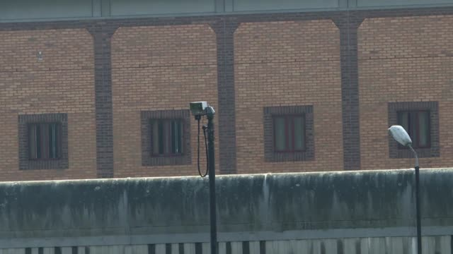stockvideo's en b-roll-footage met members of the european parliament and german parliament try to visit julian assange in prison saying that european governments should prevent the... - clean