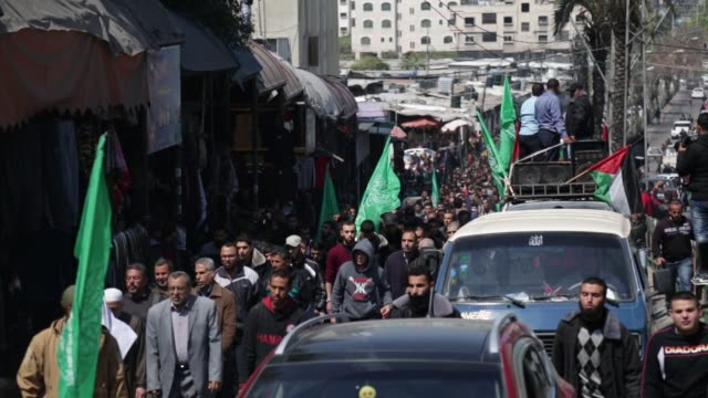 members of the ezzedine alqassam brigades the military wing of the palestinian islamist movement hamas carry the body of hamas official mazen faqha... - israel palestine conflict stock videos & royalty-free footage