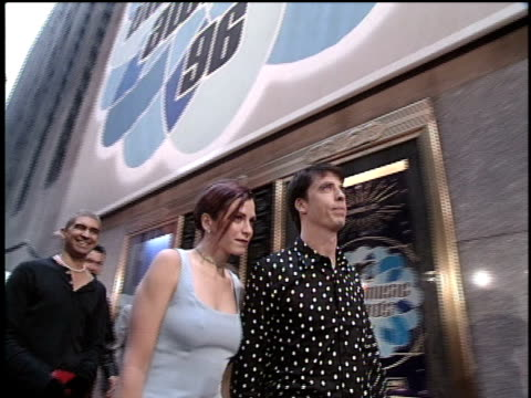 vídeos de stock, filmes e b-roll de members of the foo fighters arriving at the 1996 video music awards - 1996
