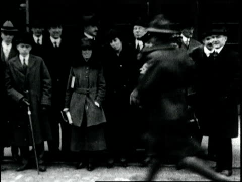 members of the foreign press section of the creel publicity bureau depart for europe to help spread american propaganda abroad during wwi. foreign... - 1918 stock videos & royalty-free footage