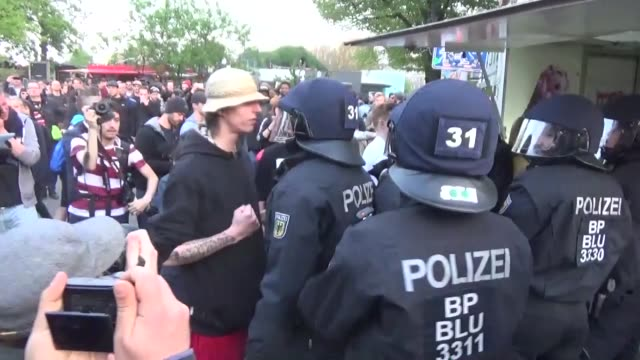 members of the german police clash with demonstrators during a may day rally of leftwing groups in the kreuzberg district of berlin germany on may 01... - 対決点の映像素材/bロール