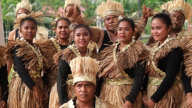 vidéos et rushes de members of the indigenous people of the man meri tribe poses for photograph behind the main stage during the international indigenous art festival,... - malaysian culture