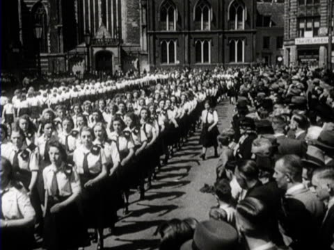 vidéos et rushes de members of the jeugdstorm and the hitler jugend march together through amsterdam - amsterdam
