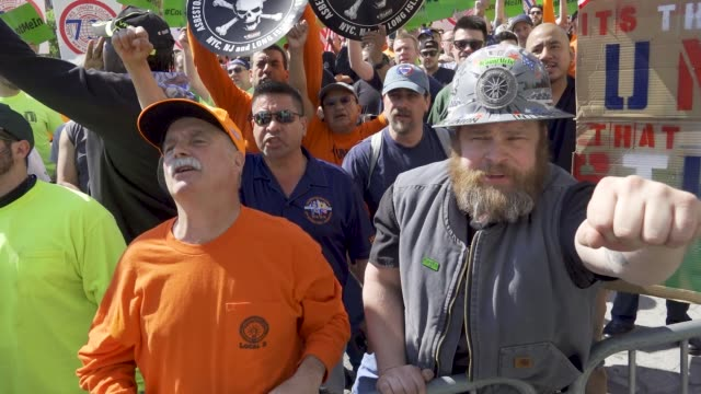 vídeos de stock e filmes b-roll de members of the laborers' nyc locals joined with other nyc building construction trades to hold the #countmein solidarity rally in union square... - 50 seconds or greater