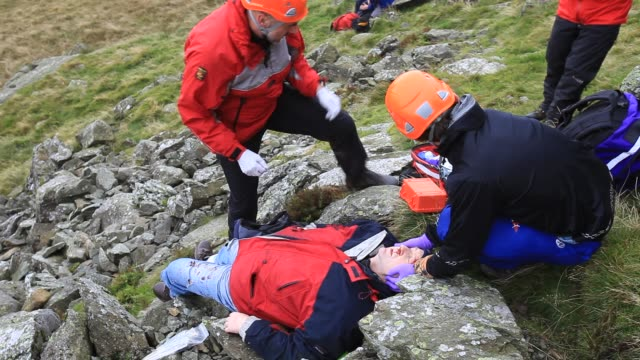 members of the langdale ambleside mountain rescue team on a first aid training exercise in the lake district uk - military training stock videos & royalty-free footage