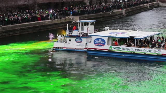 members of the local plumber's union dye the chicago river green in celebration of st. patrick's day on march 17, 2018 in chicago, illinois. dyeing... - chicago river stock videos & royalty-free footage
