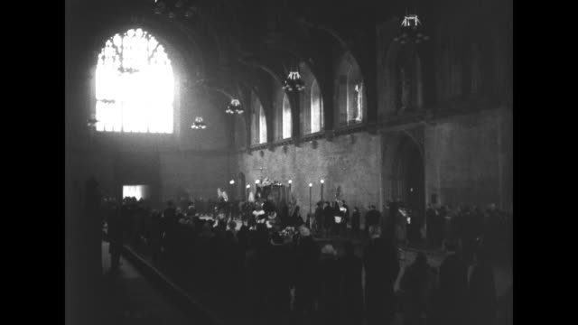 stockvideo's en b-roll-footage met members of the mourning public pass through westminster hall to pay respects to king george vi ws of architecture of hall crowd and household cavalry... - opgebaard liggen