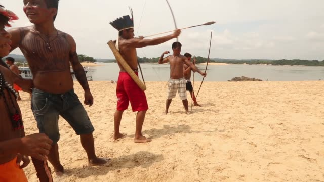 members of the munduruku indigenous tribe gather and shoot arrows along the tapajos river during a 'caravan of resistance'' protest by indigenous... - para state stock videos & royalty-free footage