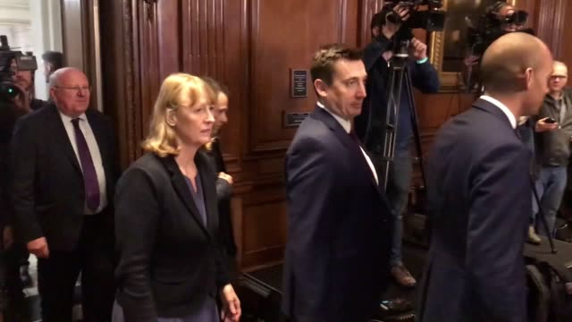stockvideo's en b-roll-footage met members of the newly formed the independent group arrive at their press conference after heidi allen anna soubry and sarah wollaston announced they... - britse labor partij