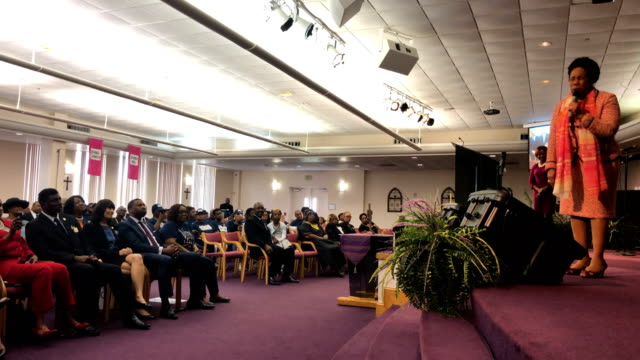 members of the orlando new covenant baptist church congregation attend a service with u.s. sen. bill nelson as he campaigns on november 4, 2018 in... - バプテスト点の映像素材/bロール