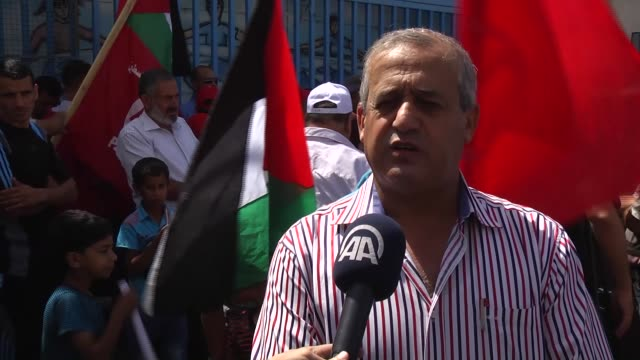 members of the popular front for the liberation of palestine hold a rally in front of the united nations relief and works agency for palestine... - イスラエルパレスチナ問題点の映像素材/bロール