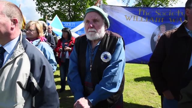 vídeos de stock, filmes e b-roll de members of the public attend a ceremony at the stirling bridge battle site as the saltire was raised for the first time in 700 years on may 29, 2015... - stirling