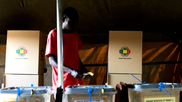 members of the public casts their votes in the zimbabwean general election on july 30 2018 in harare zimbabwe zimbabweans are going to the polls to... - votering bildbanksvideor och videomaterial från bakom kulisserna