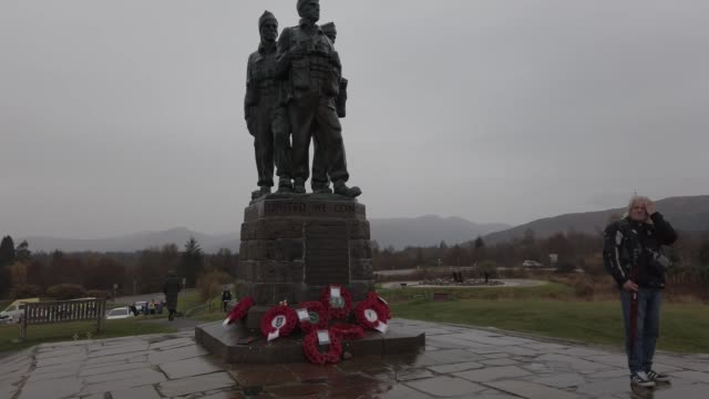 members of the public visit commando memorial to commemorate and pay respect to the sacrifice of service men and women who fought in the two world... - remembrance sunday stock videos & royalty-free footage