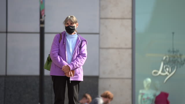 members of the public wear face coverings on local transport as greater manchester in north west of england on september 29 as local lockdown... - 30 seconds or greater stock-videos und b-roll-filmmaterial