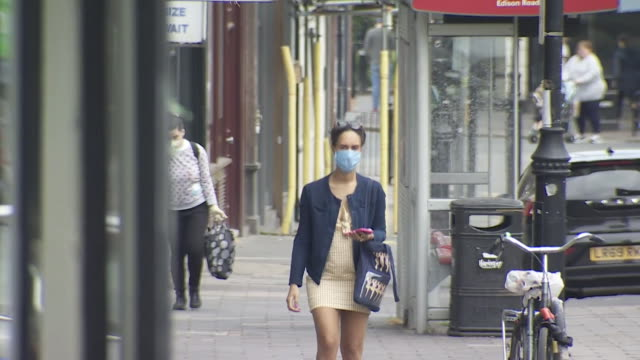 members of the public wearing face masks while out in london during coronavirus lockdown - people stock videos & royalty-free footage