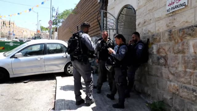stockvideo's en b-roll-footage met members of the siam family who are being evicted from their home in which they lived in for over half a century watch as israeli policemen evacuate... - oost jeruzalem