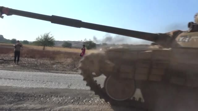 stockvideo's en b-roll-footage met members of the syrian opposition group, stage an attack to a cement plant, which is used as a headquarters by assas forces, during fourth phase of... - plant stage