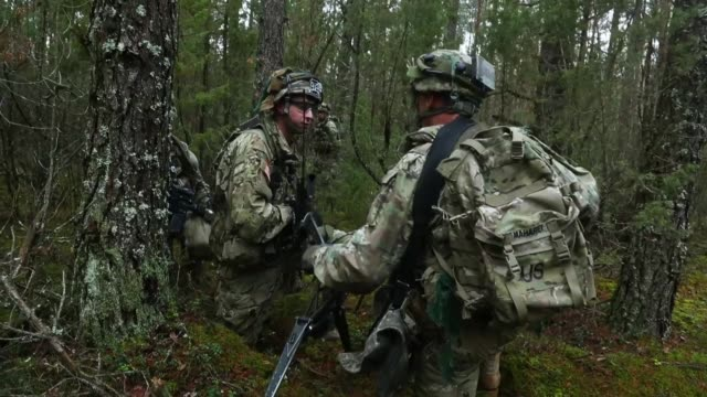 members of the us 173rd airborne brigade discuss the outcome of a simulated attack during the iron sword multinational military exercises on november... - militärmanöver stock-videos und b-roll-filmmaterial