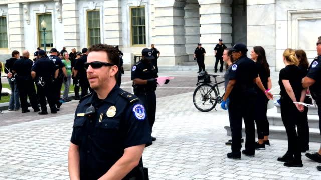 vidéos et rushes de members of the u.s. capitol police arrest activists during a civil disobedience against the nomination of supreme court judge brett kavanaugh to the... - social justice concept