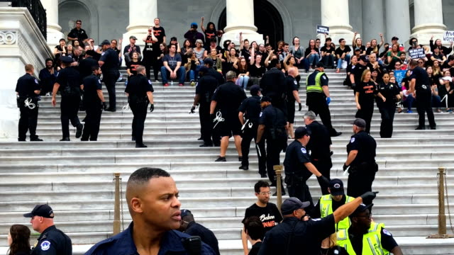 members of the us capitol police arrest activists during a civil disobedience against the nomination of supreme court judge brett kavanaugh to the us... - usa:s högsta domstol capitol hill bildbanksvideor och videomaterial från bakom kulisserna