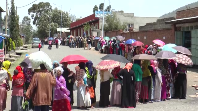 members of turkiye diyanet foundation distribute food parcels to refugees and internally displaced persons in ethiopia on may 13, 2019. interviews... - ethiopia stock videos & royalty-free footage