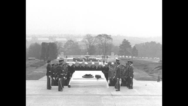 members of us armed forces surround tomb of the unknowns / president herbert hoover stands on ground below the lectern during dedication of district... - herbert hoover us president stock videos & royalty-free footage