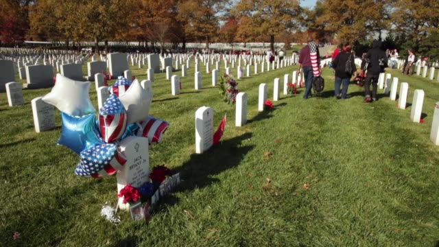 stockvideo's en b-roll-footage met members of u.s. army sgt. jack bryant's family, including nieces jayla robinson , 7; and jayda souza, 9; spend time at his grave on veterans day in... - krans