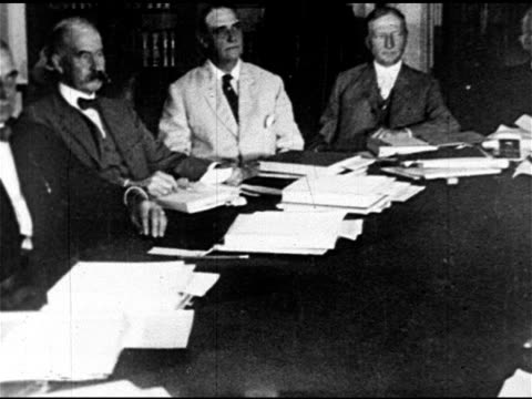 vídeos y material grabado en eventos de stock de members of us senate foreign relations committee sitting at conference table ms henry cabot lodge sr sitting in chair league of nations opposition - senador