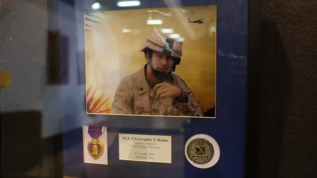 vídeos y material grabado en eventos de stock de memorial at job fair for us soldiers killed in iraq and afghanistan job fair for veterans and military spouses held in new york city on march 27 2013... - feria de trabajo