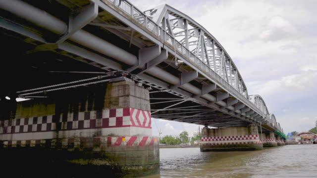 メモリアル ・ ブリッジ、チャーオ ・ プラヤー川からバンコク エクスプレス ボート - チャオプラヤ川点の映像素材/bロール