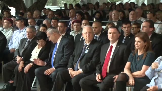 stockvideo's en b-roll-footage met a memorial ceremony marking 20 years since the assassination of former of prime minister yitzhak rabin who was gunned down by a rightwing jewish... - yitzhak rabin