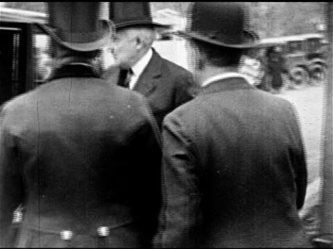 stockvideo's en b-roll-footage met memorial continental hall president warren g harding first lady florence getting out of car ha ws men walking up steps into building vicepresident... - 1921