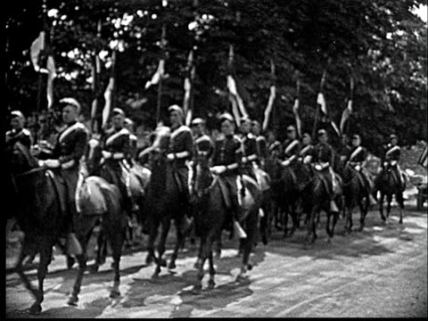 1920 b/w memorial day parade with military personnel and wwi veterans / cornwall, new york, usa - veteran stock-videos und b-roll-filmmaterial