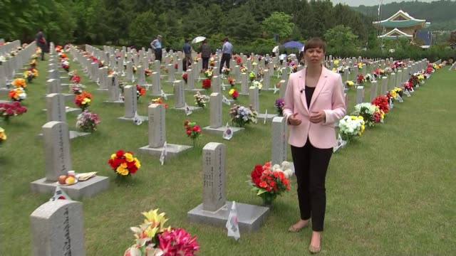 memorial day remembers those killed in korean war as hopes rise of formal end to the conflict; south korean: daejeon: ext reporter to camera sot man... - korean war stock videos & royalty-free footage