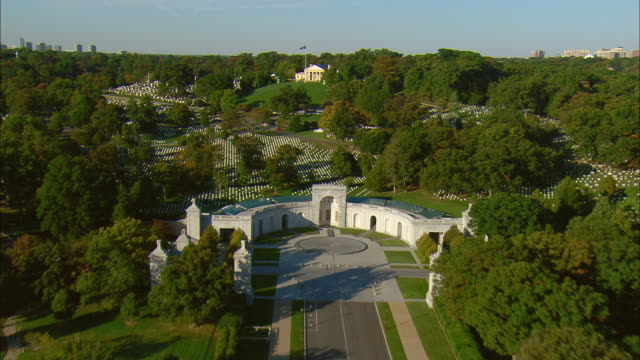 aerial memorial drive leading to entrance of arlington national cemetery with arlington house, the robert e. lee memorial, arlington, virginia, usa - arlington virginia stock videos and b-roll footage