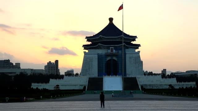 vidéos et rushes de cks memorial hall à l'aube - mémorial tchang kaï chek