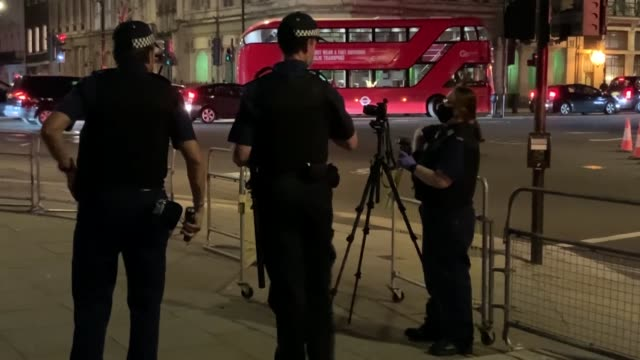 """memorial to former prime minister winston churchill in westminster, central london, was defaced again on thursday, sep. 10. protesters wrote """"racist""""... - links platz stock-videos und b-roll-filmmaterial"""