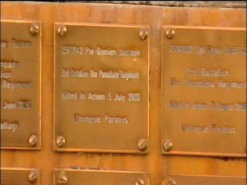 memorial to servicemen killed in afghanistan sangin - 2001年~ アフガニスタン紛争点の映像素材/bロール