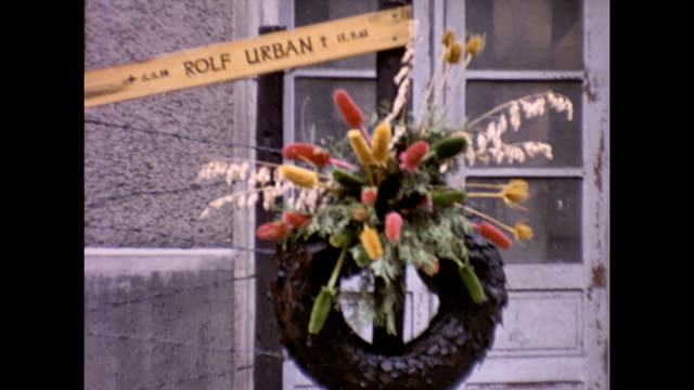 memorial wreath for rolf urban, one of the first to die while attempting to escape from east berlin. the memorial has a backdrop of barbed wire,... - east berlin stock videos & royalty-free footage