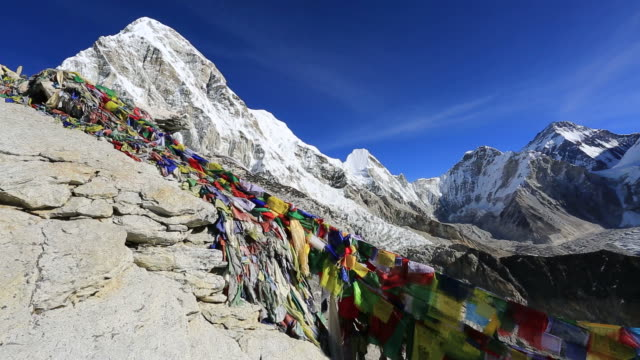 stockvideo's en b-roll-footage met memorials on kala patthar mountain, himalayan mountains, everest range, nepal - mount everest
